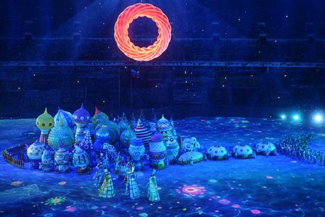 Un momento della cerimonia di inaugurazione allo stadio Fisht di Sochi (Foto: Grigory Sysoev / RIA Novosti)