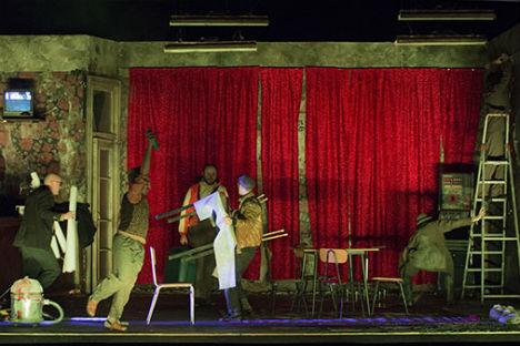 """Una scena dello spettacolo """"L'ispettore generale"""" (Foto: Serena Pea / Ufficio Stampa)"""
