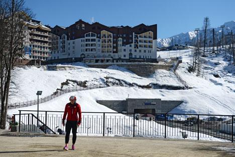 A Sochi non nevica spesso, ma le gare si svolgeranno fuori città, in montagna. E per evitare imprevisti, da marzo dello scorso anno sono state immagazzinate diverse quantità di neve (Foto: Aleksandr Kryazhev / Ria Novosti)