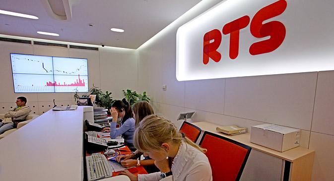 Dall'inizio del mese di marzo il mercato azionario russo è calato del 20 per cento. E dalla metà di gennaio il rublo russo ha perso il 9,6 per cento del suo valore (Foto: Olesia Kurpiaeva / RG)