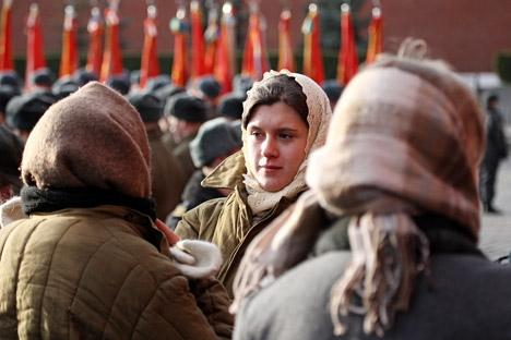 Sempre presente nel guardaroba russo, oggi il vatnik non si porta quasi più. Forse ciò è dovuto al contesto negativo a cui era legato negli anni Ottanta (Foto: Alexei Kudenko/RIA Novosti)
