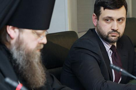 Vladimir Legojda, a destra, presidente dell'Ufficio stampa del Sinodo del Patriarcato di Mosca (Foto: Andrei Stenin / Ria Novosti)