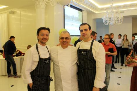 Il capo chef Egidio Bonaventura, al centro, insieme ai suoi collaboratori (Foto: Maria Afonina)
