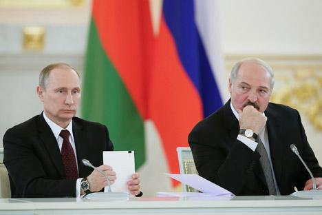 Il Presidente russo Vladimir Putin insieme al Presidente della Bielorussia Aleksandr Lukashenko (Foto: Reuters)