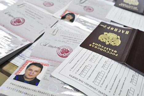 Passaporti russi (Foto: : Sergei Kuznetsov/RIA Novosti)