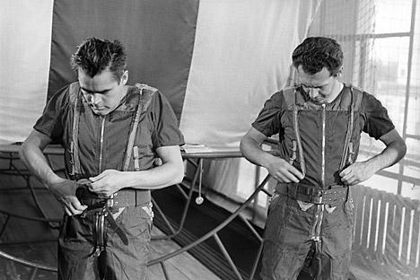 """La storia dei collaudatori """"extra-terrestri"""" iniziò negli anni 1952-53 con la decisione, firmata da Stalin, di costituire un gruppo di collaudatori militari (Foto: Itar Tass)"""
