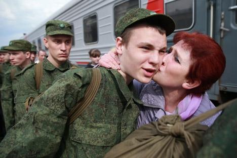 Circa 150.000 ragazzi partiranno quest'anno per il servizio militare (Foto: Itar Tass)