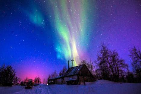Il cielo si colora con i bagliori dell'aurora boreale (Foto: Ivan Dementievskiy)