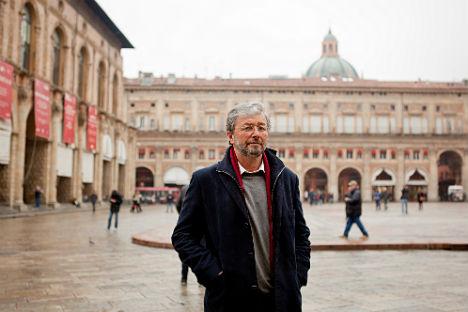 Lo storico russo Mikhail Talalay in centro a Bologna (Foto: Aurore Martignoni)