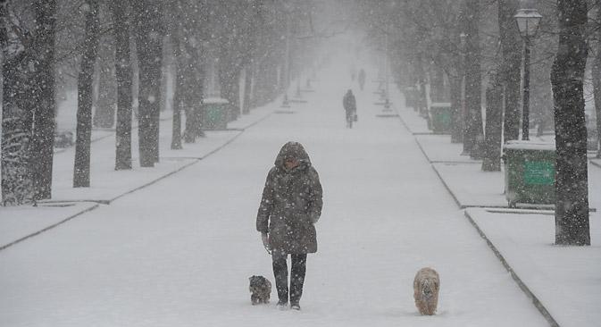 Temperature impazzite anche a Mosca, dove, dopo un iniziale accenno di primavera, il termometro è precipitato nuovamente sotto lo zero (Foto: Artem Zhitenev / RIA Novosti)