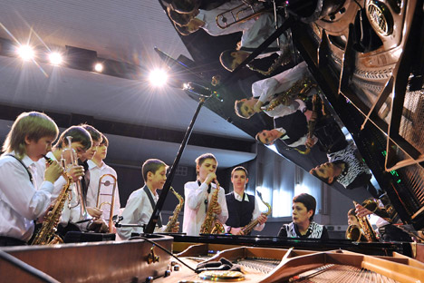 Ragazzi in una scuola di musica (Foto: Aleksander Pogotov / Ria Novosti)