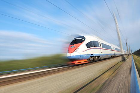 Treno ad alta velocità (Foto: Shutterstock)