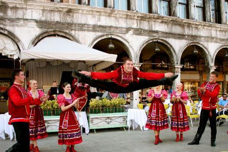 Sul palco, giovani artisti provenienti dalla terra degli zar che si sono esibiti, e continueranno a farlo, in spettacoli di danza, musica, arte, in master class e lavori all'aperto (Foto: ufficio stampa)