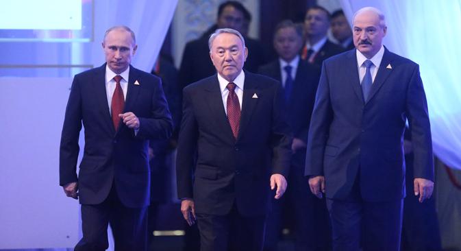 I presidenti di Russia, Kazakhstan e Bielorussia, Vladimir Putin, Nursultan Nazarbayev e Alyaksandr Lukashenko, hanno firmato l'accordo definito di portata storica (Foto: Konstantin Zavrazhin / RG)