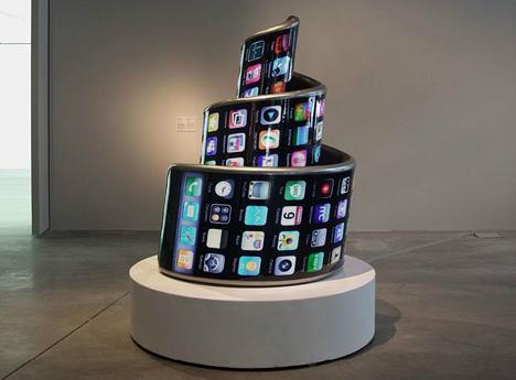 L'iPhone come incarnazione della Torre di Babele nel lavoro del gruppo 3g International (Foto: Press Photo)