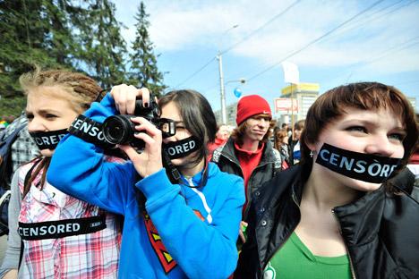 Per i singoli individui, la multa prevista per chi fa uso di un linguaggio offensivo va da duemila a duemilacinquecento rubli, ovvero 60-80 dollari (Foto: Elnar Salakhiev / RIA Novosti)
