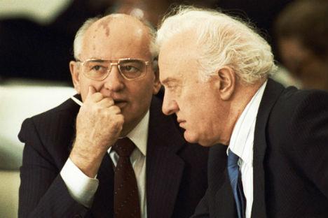 Mikhail Gorbaciov con Eduard Shevardnadze (Foto: Ria Novosti)