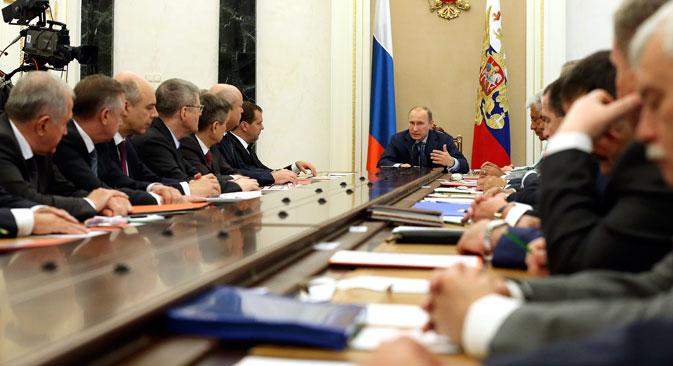 Il presidente Vladimir Putin durante la riunione del Consiglio di Sicurezza della Federazione (Foto: Itar Tass)