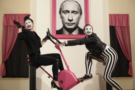 """Una scena tratta dallo spettacolo """"Bignè, quando l'amore è Čechov"""" di Daniele Meneghini (Foto: ufficio stampa)"""