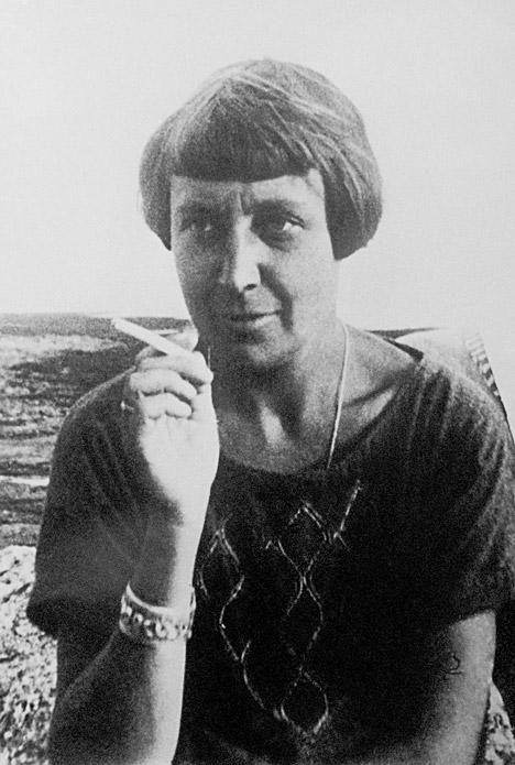 La poetessa in Francia (Foto: Itar Tass)