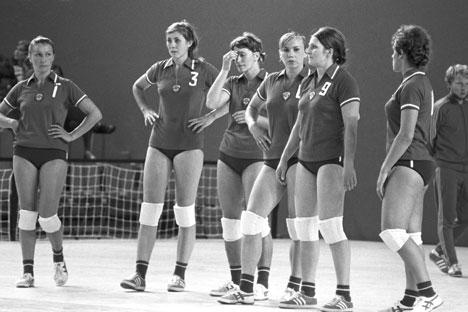 Inna Ryskal insieme alle compagne di squadra (Foto: Itar Tass)