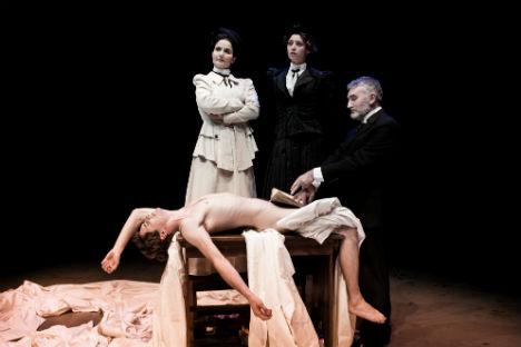 """Una scena tratta dallo spettacolo """"L'abbecedario del Conte Tolstoj"""" di Riccardo Reim (Foto: ufficio stampa)"""
