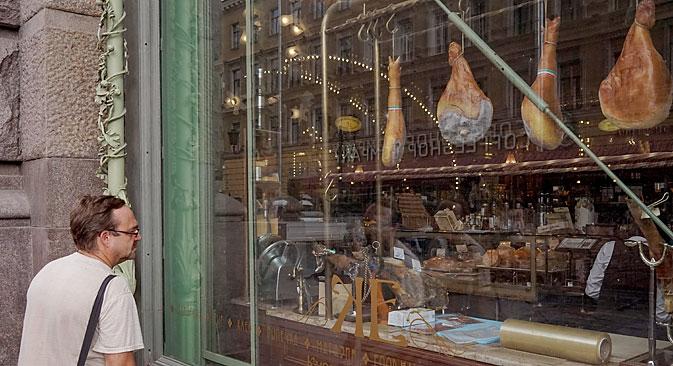 Mozzarella, parmigiano e grana: sono solamente alcuni dei prodotti italiani colpiti dall'embargo sul cibo (Foto: Alexey Danichev / RIA Novosti)