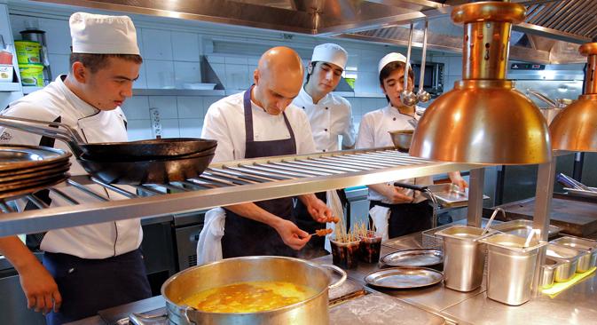 I gestori dei ristoranti in Russia stanno già pensando a come sostituire i prodotti di importazione (Foto: Ria Novosti)
