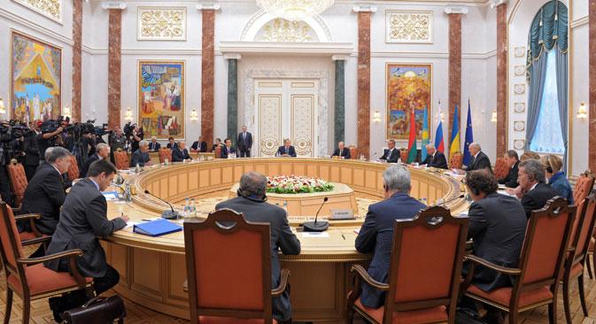 I leader di Russia e Ucraina, Vladimir Putin e Petr Poroshenko, si sono incontrati a Minsk per il summit sull'Unione Doganale (Foto: Reuters)