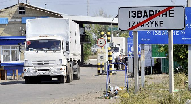 Il convoglio di aiuti provenienti dalla Russia ha varcato il confine ucraino (Foto: Itar Tass)