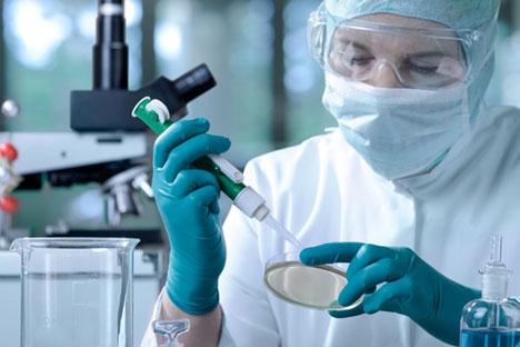 Un'équipe di specialisti, formata da epidemiologi e virologi russi, è attualmente al lavoro in Guinea in un laboratorio di virologia mobile (Foto: PhotoXPress)