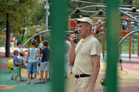 Sommando tutte le persone che lavorano nel settore della sicurezza in Russia, si stima che nel paese ci siano quasi un milione e mezzo di guardie (Foto: Kommersant)