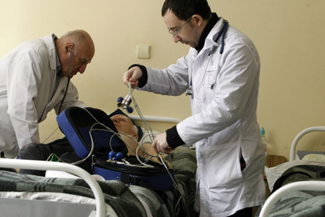 Medici al lavoro (Foto: Itar Tass)