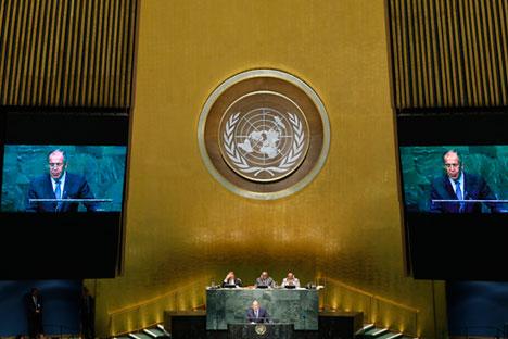 L'intervento del ministro russo degli Esteri Sergei Lavrov alla sessantanovesima seduta dell'Assemblea Generale delle Nazioni Unite (Foto: Reuters)
