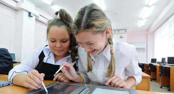 Il Ministero russo dell'Educazione e delle Scienze sta spingendo affinché i libri scolastici vengano tradotti in formato elettronico (Foto: Ria Novosti)