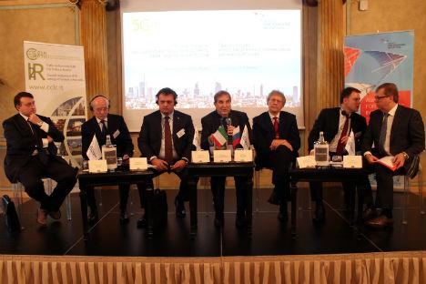 Il tavolo dei relatori (Foto: Aleksandr Tarakanov)