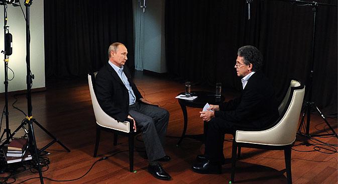 Il Presidente russo intervistato dall'emittente televisiva tedesca ARD (Foto: Mikhail Klimentev / Tass)