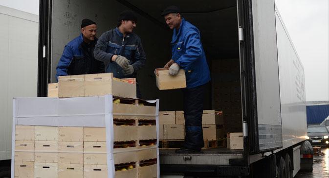 In passato, per episodi di riesportazione di prodotti agroalimentari dell'Unione Europea verso la Russia, il Rosselkhoznadzor aveva imposto delle limitazioni alle forniture di carne e di frutta dalla Moldavia e di frutta e ortaggi dall'Ucraina (Foto: Ria Novosti)