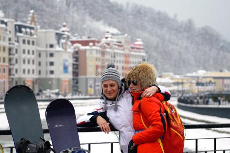 Per le vacanze invernali molti russi scelgono la montagna (Foto: Artur Lebedev / TASS)