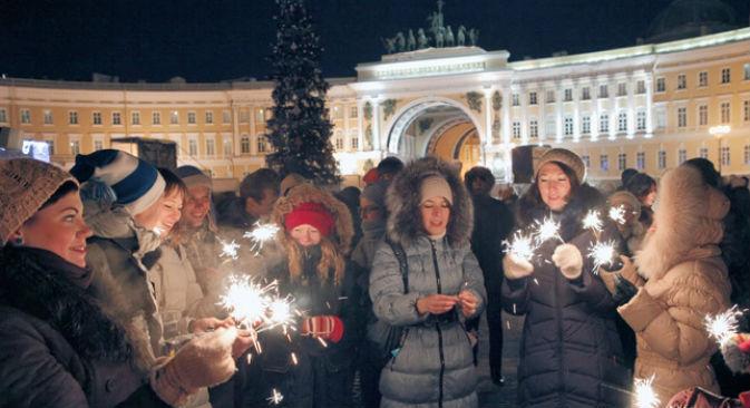 Festeggiamenti davanti all'Ermitage (Foto: RIA Novosti/Alexei Danichev)