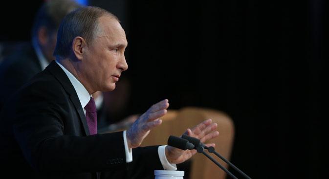 Il Presidente russo Vladimir Putin risponde alle domande dei giornalisti (Foto: Konstantin Zavrazhin)