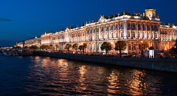 L'Ermitage visto dalla Neva (Foto: Shutterstock)