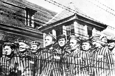 Prigionieri nel campo di concentramento (Foto: B. Borisov / TASS)
