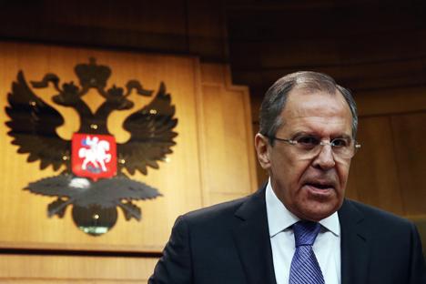 Il ministro russo degli Esteri Sergei Lavrov durante la conferenza stampa (Foto: Ilia Petalev / Tass)