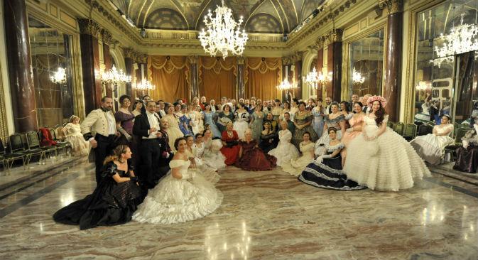 I partecipanti del Gran Ballo Russo nel salone dell'Hotel St. Regis di Roma (Foto: Simone Ghera, fotografo ufficiale dell'evento)