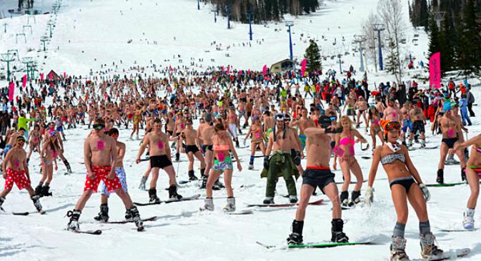 Una discesa in bikini dalle montagne di Sheregesh (Foto: RIA Novosti/Aleksandr Kryazhev)