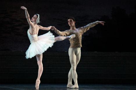 """Natalia Osipova e Claudio Coviello nel balletto """"Il Lago dei cigni"""" al Teatro alla Scala (Foto: Brescia/Amisano)"""