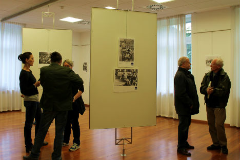 Visitatori alla mostra (Foto: Maria Pruss)