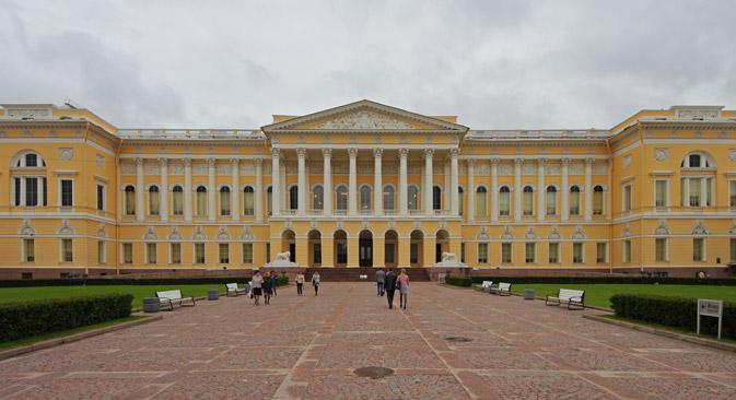 La facciata del Museo di Stato di San Pietroburgo (Foto: A.Savin / wikipedia.org)