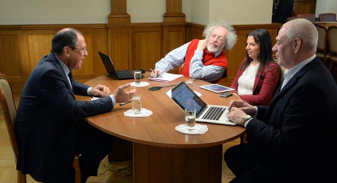 Il ministro degli Esteri russo Sergei Lavrov durante l'intervista radiofonica (Foto: Ilia Pitalev/RIA Novosti)